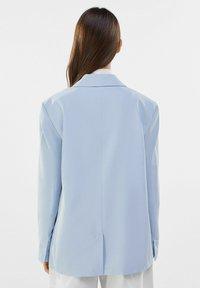 Bershka - MIT KNÖPFEN  - Short coat - light blue - 2