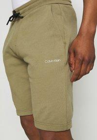 Calvin Klein - SMALL LOGO - Shorts - green - 4