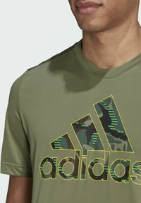 adidas Performance - CAMOUFLAGE GT2 DESIGNED2MOVE PRIMEGREEN WORKOUT GRAPHIC T-SHIRT - Print T-shirt - green - 4