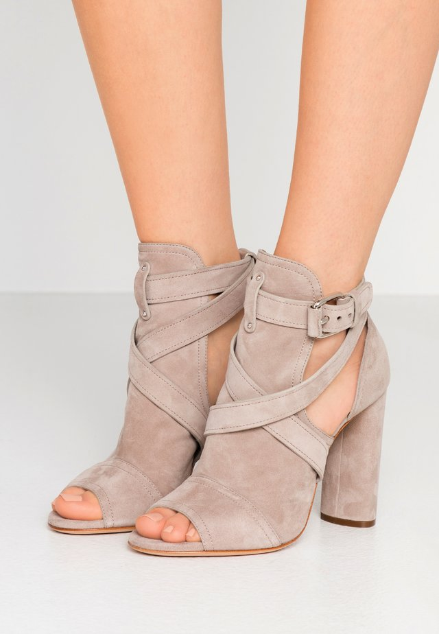 Sandales à talons hauts - chic