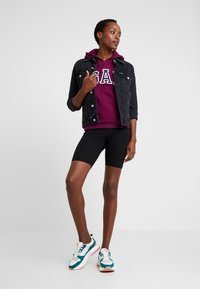 GAP - FASH  - Bluza z kapturem - beach plum - 1