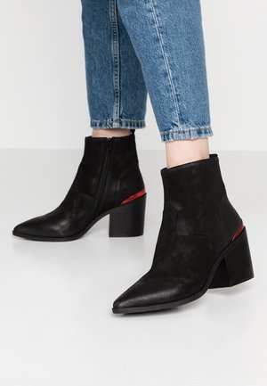 STYLE - Cowboy/biker ankle boot - black