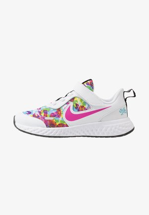 REVOLUTION 5 FABLE - Chaussures de running neutres - white/fire pink/blue fury