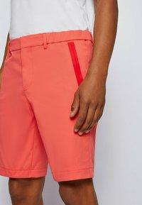 BOSS - LIEM - Shorts - open red - 3