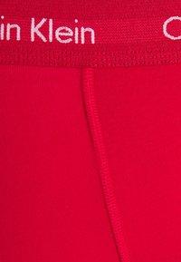 Calvin Klein Underwear - TRUNK 3 PACK - Onderbroeken - black/void/red alert - 6