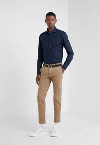 HUGO - KERY SLIM FIT - Camicia elegante - navy - 1