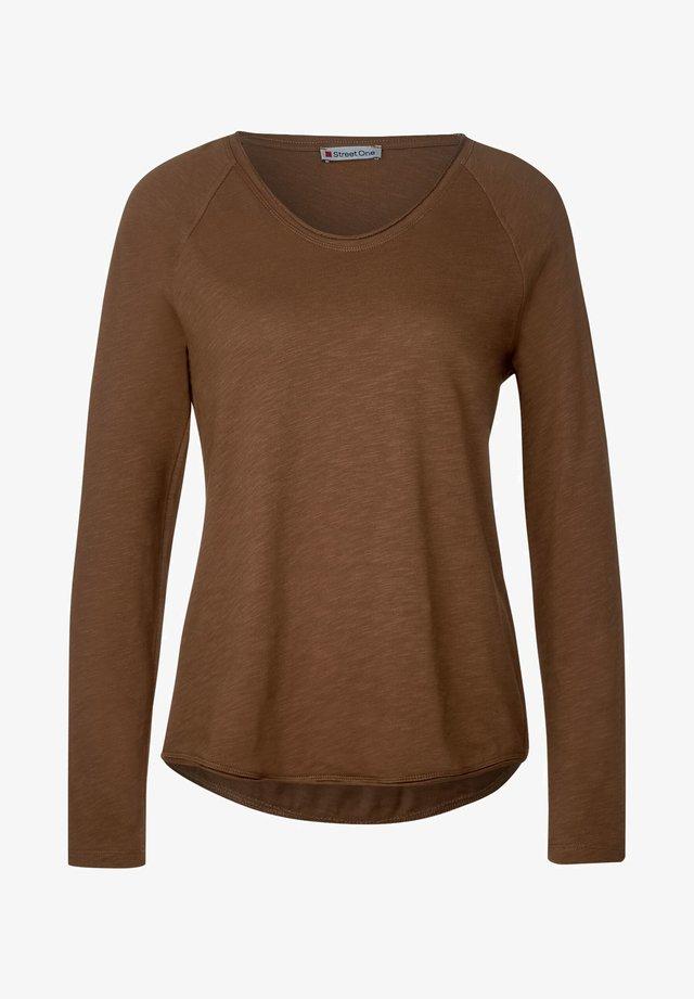 MIT RAGLAN-DETAILS - Long sleeved top - braun