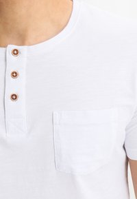 Tiffosi - BRIAN - Print T-shirt - blanc - 4