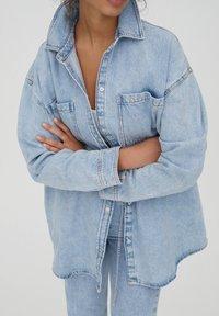 PULL&BEAR - Button-down blouse - blue - 4