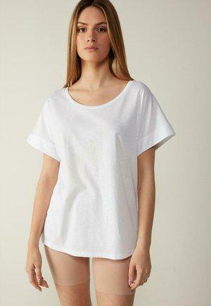 MIT UNTERLEGTEN KA - Basic T-shirt - bianco