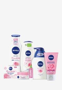 Nivea - SMELL OF ROSES - Huidverzorgingsset - - - 0