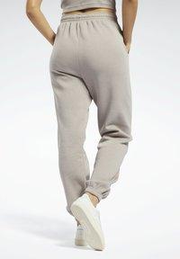 Reebok Classic - CLASSICS COZY - Pantalon de survêtement - grey - 2