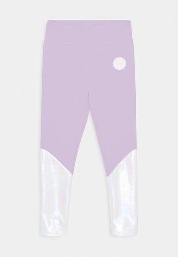CHUCK PATCH SHINY  - Legginsy - violet frost