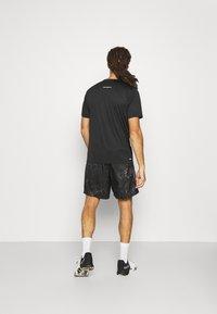 New Balance - ACCELERATE SHORT SLEEVE - Basic T-shirt - black - 2
