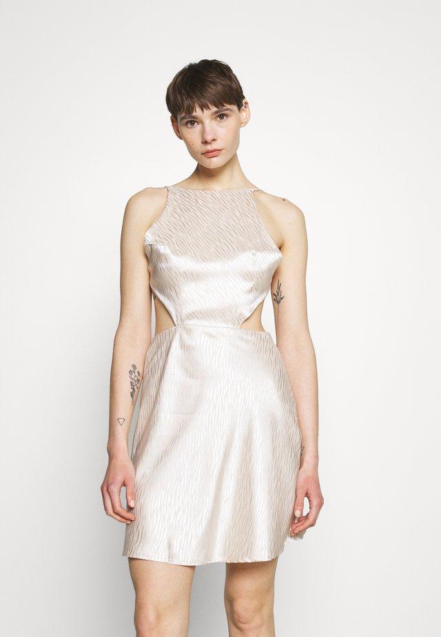 CUT OUT CROSS BACK DRESS - Tubino - nude rose