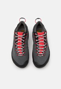 La Sportiva - TX4 WOMAN GTX - Hiking shoes - carbon/hibiscus - 3