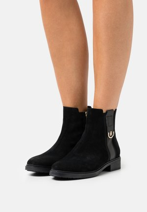 HARDWARE BOOT - Classic ankle boots - black