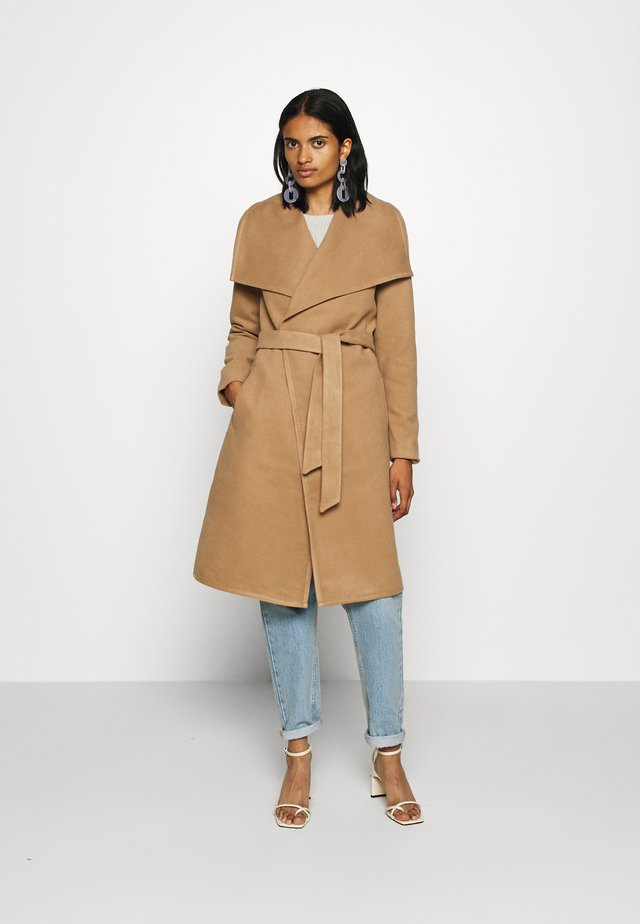 ONLNEWPHOEBE DRAPY COAT - Cappotto classico - camel