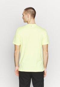Fila - PURE TEE - Print T-shirt - limelight - 2