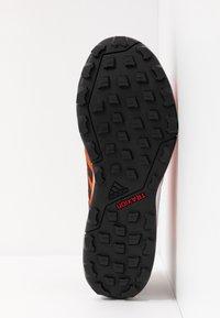 adidas Performance - TERREX AGRAVIC TR GTX - Obuwie do biegania Szlak - solar red/core black/grey two - 4