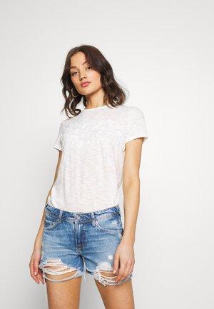 TINSLEY EMBROIDERY TEE - Camiseta básica - chalk white