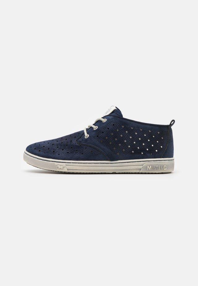 Volnočasové šněrovací boty - dunkelblau
