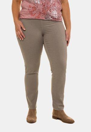 MIT RUNDUM-GUMMIBUND - Trousers - Gray