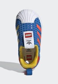 adidas Originals - ADIDAS ORIGINALS ADIDAS X LEGO - SUPERSTAR 360 - Baskets basses - blue/orange/yellow - 1
