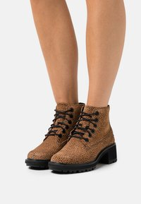 Timberland - KORI PARK 6 INCH BOOT - Classic ankle boots - cheetah - 0