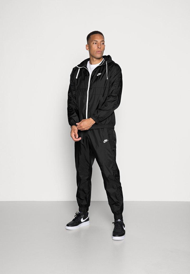 Nike Sportswear - Tepláková souprava - black