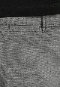 Jack & Jones - Shorts - silver birch - 6