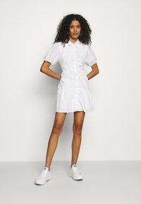 Abercrombie & Fitch - SHIRTDRESS - Sukienka koszulowa - white - 1