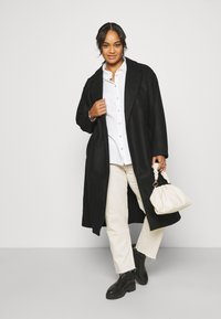Vero Moda Curve - VMFORTUNE LONG - Klasyczny płaszcz - black - 1