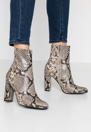 EDITOR - High heeled ankle boots - natural