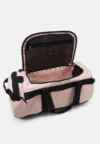 The North Face - BASE CAMP DUFFEL M UNISEX - Sports bag - pink/black - 3