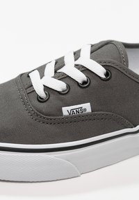 Vans - AUTHENTIC - Skateboardové boty - pewter/black - 5