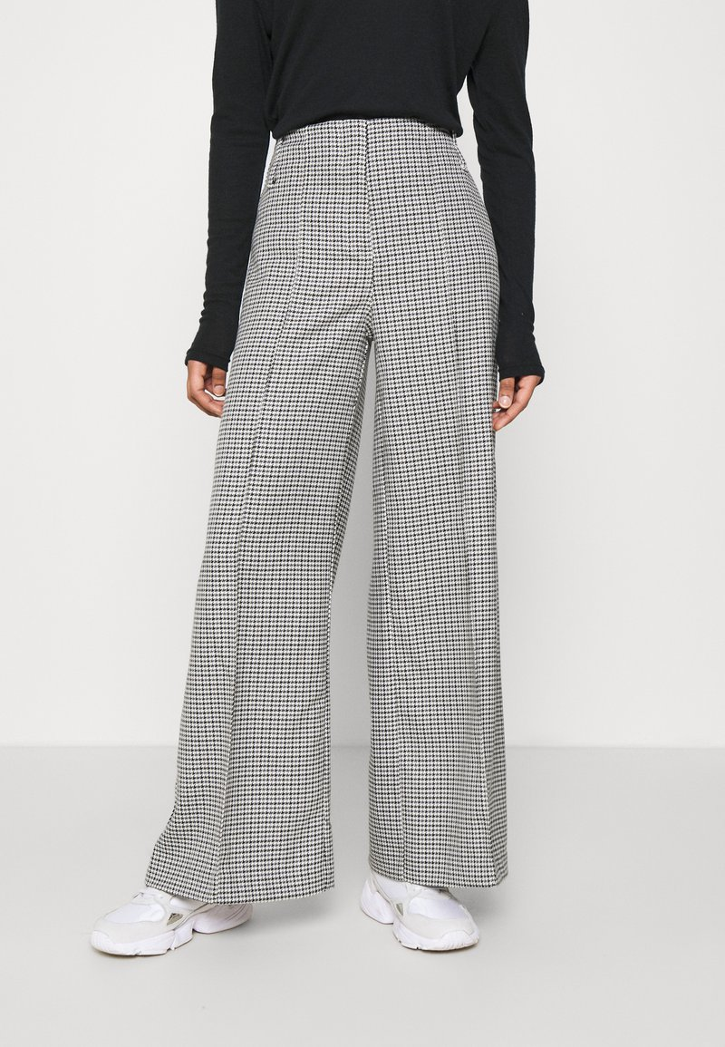 Weekday - PETRA TROUSER - Bukse - dogtooth