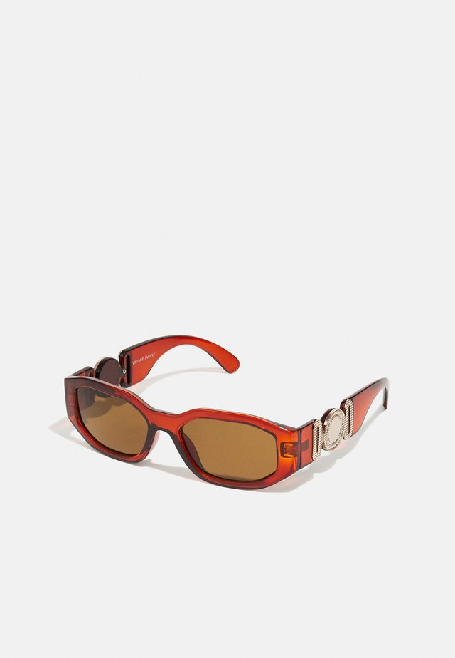 CHUNKY RECTANGLE UNISEX - Solglasögon - brown