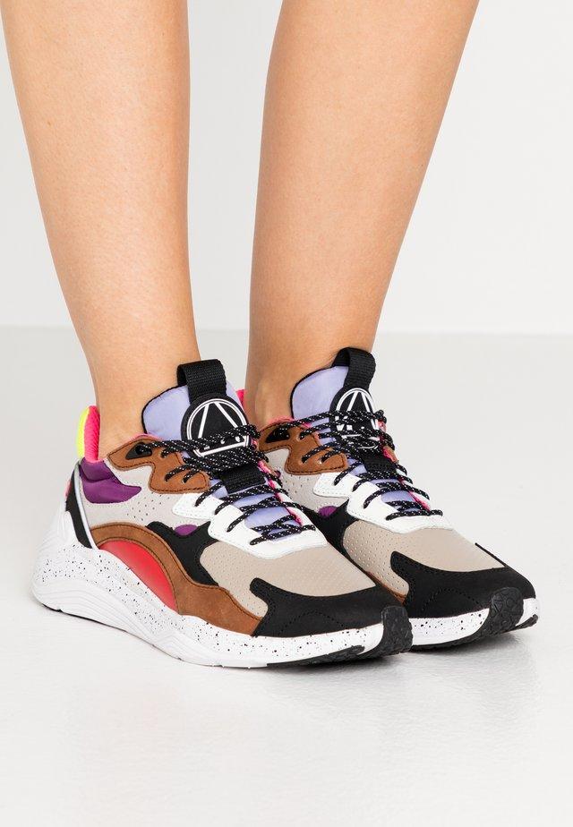 DAKU - Sneaker low - almond/multicolor