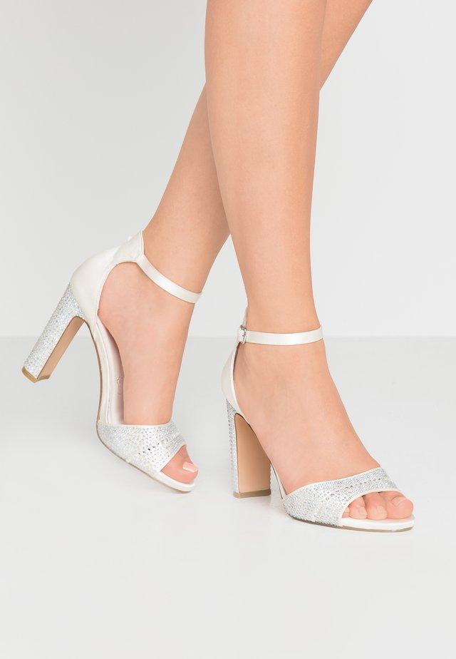 Højhælede sandaletter / Højhælede sandaler - marfil