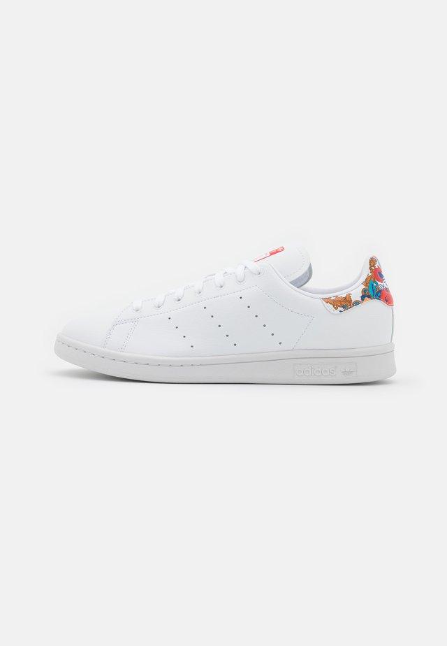 VEGAN STAN SMITH - Sneakers laag - footwearr white/collegiate royal/vivid red