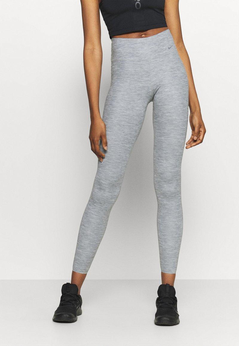 Nike Performance - ONE LUXE - Leggings - light smoke grey