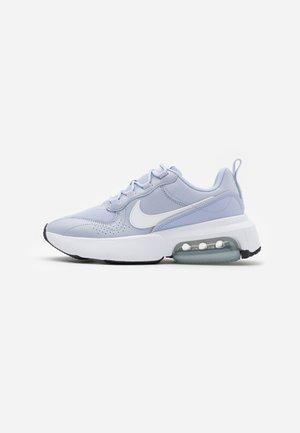 AIR MAX VERONA - Sneaker low - ghost/white/metallic silver/black