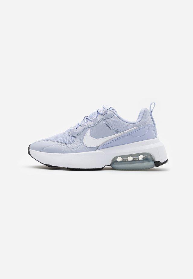 AIR MAX VERONA - Sneakers basse - ghost/white/metallic silver/black