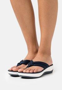 Clarks - ARLA KAYLIE - Sandalias de dedo - navy - 0