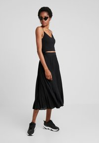 Weekday - VALENTINE PLEATED SKIRT - Pleated skirt - black - 1
