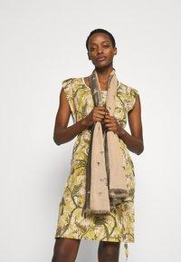 Vivienne Westwood - STOLE INFINITY - Sjal - beige - 0