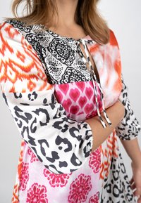 Grace - ORNAMENTS PATCH - Day dress - orange/pink/black - 1