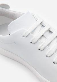 MOSCHINO - Sneaker low - fantasy color - 4