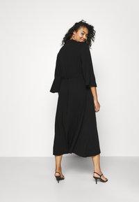 NU-IN - KIMONO SLEEVE BELTED MIDI DRESS - Shirt dress - black - 2
